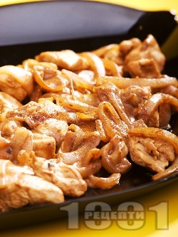 Пиле на тиган с лук, соев сос и горчица - снимка на рецептата